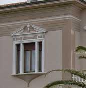 cornice finestra decorata